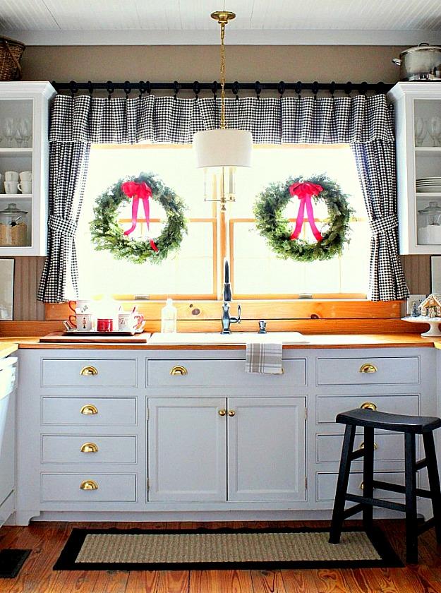 Kelly 39 s merry christmas kitchen for Kitchen window decoration ideas