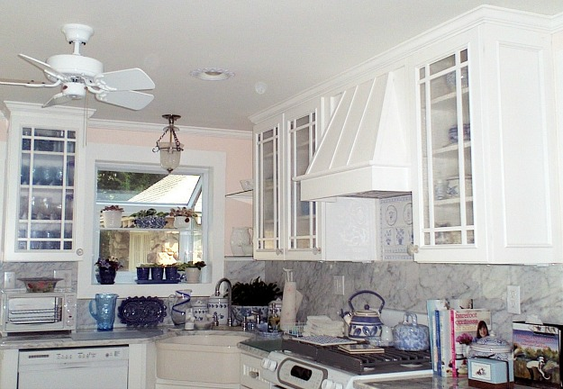 A kitchen with vent hood over range