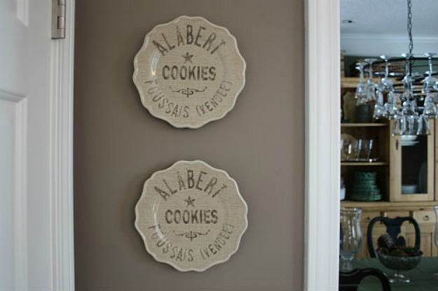 Julie's Alabert Cokies plates in kitchen