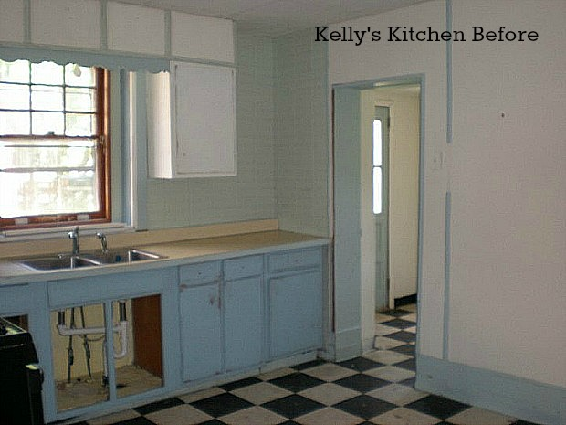 Kelly's kitchen before reno