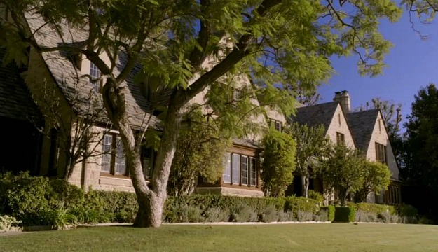 Kennish mansion on Switched at Birth exterior side