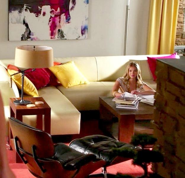 Lying Game-Mercer house-living room