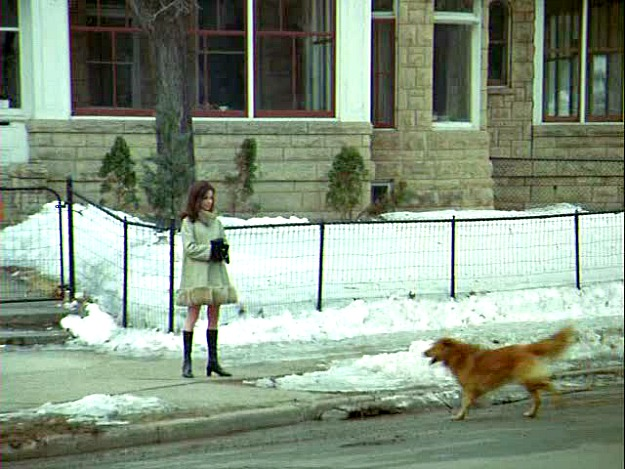 Mary Tyler Moore Show in front of Victorian house