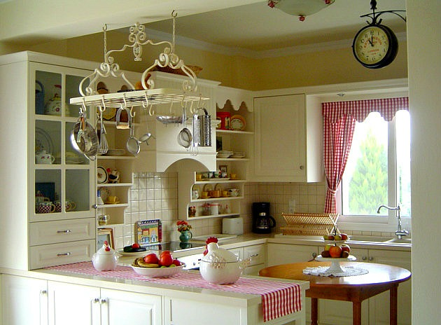 Poppy's red and white kitchen