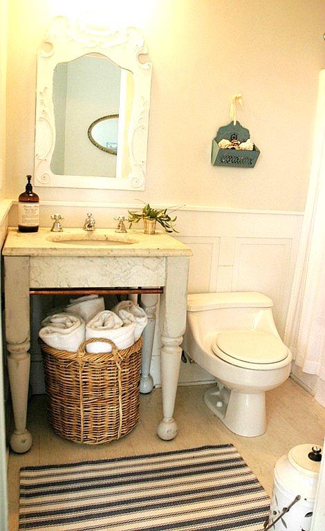 bathroom at Rie's house