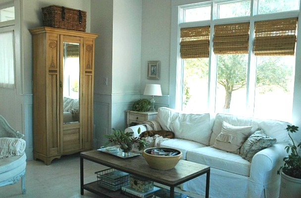 white living room Rie's house