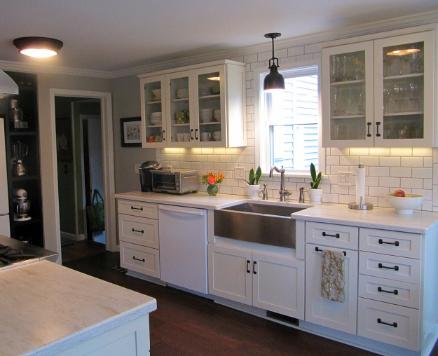 Joyce 39 S Black White Kitchen Hooked On Houses