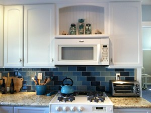 Lisas-kitchen-with-blue-tile-2