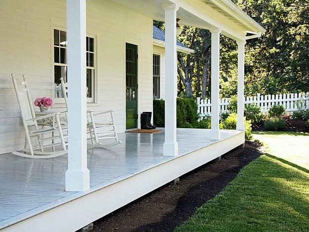 A country farmhouse blogger selling home in oregon for Wrap around porch columns