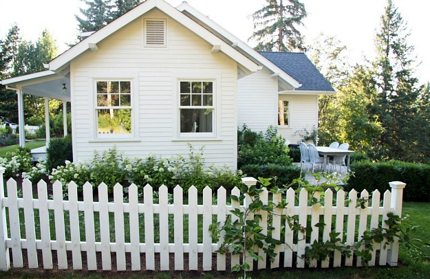 a country farmhouse blogger selling home in oregon
