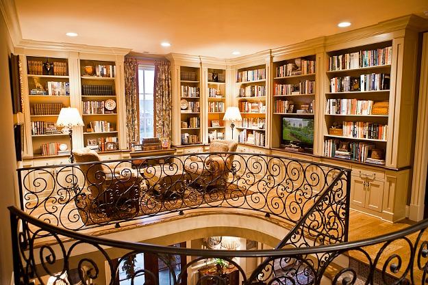 Eric Ross upstairs landing bookshelves AFTER
