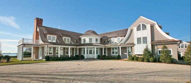 front of Jennifer Lopez's house in Hamptons