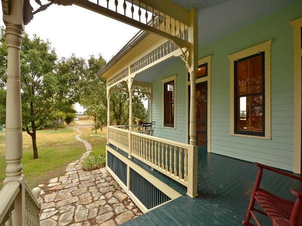 10801-Schmidt-Lane Texas restored farmhouse for sale (3)