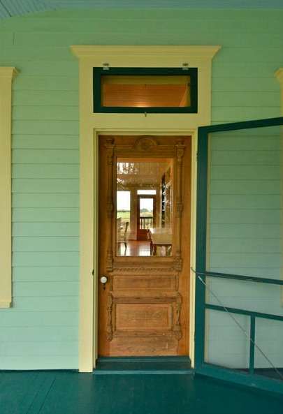 A Small Texas Farmhouse Built in 1895