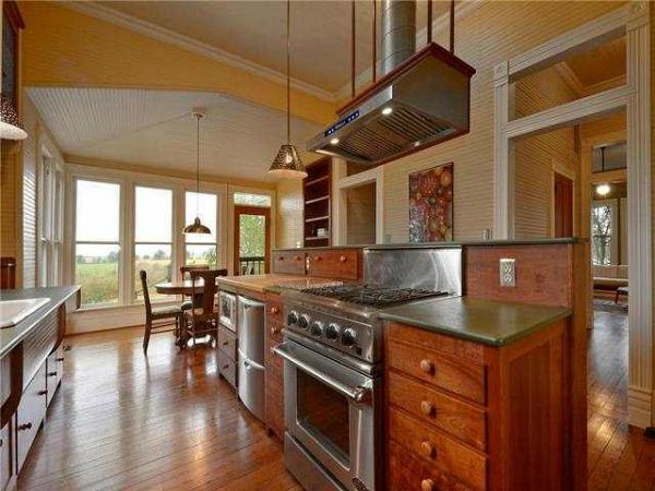 10801-Schmidt-Lane Texas restored farmhouse for sale (8)