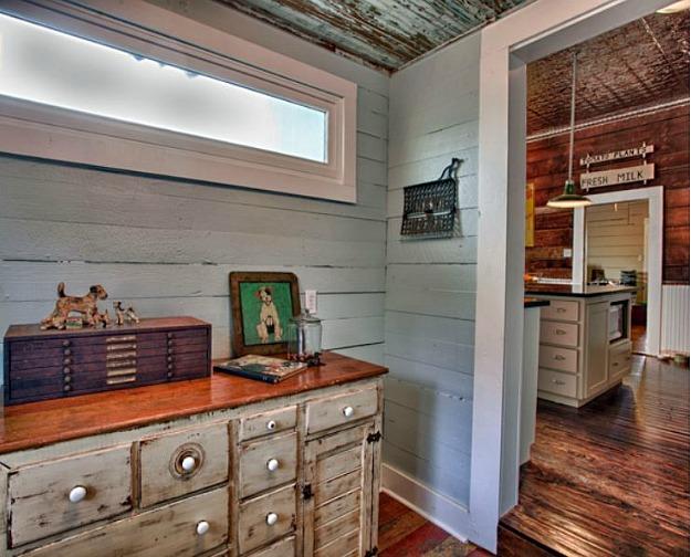 Living Vintage mudroom off kitchen