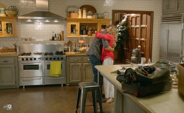 alyssa milano 39 s kitchen on the tv show mistresses hooked on houses. Black Bedroom Furniture Sets. Home Design Ideas