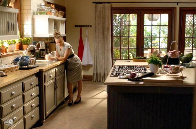 Alyssa milano 39 s kitchen on the tv show mistresses for Show kitchen designs