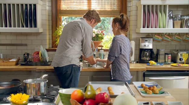 Alyssa Milano 39 S Kitchen On The Tv Show Mistresses Hooked On Houses