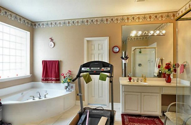 house enthusiast workout in bathroom 2