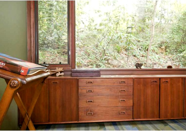 a nature lover 39 s mid century modern ranch in atlanta hooked on houses. Black Bedroom Furniture Sets. Home Design Ideas