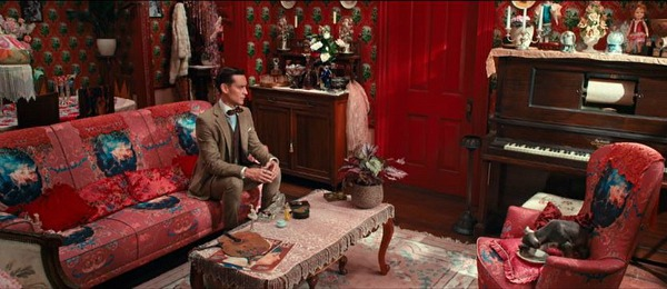 Red New York City apartment Great Gatsby (1)