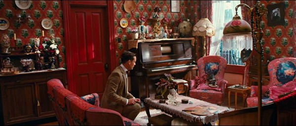 Red New York City apartment Great Gatsby (2)