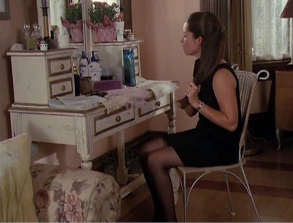 Charmed Halliwell Manor Piper's bedroom (1)