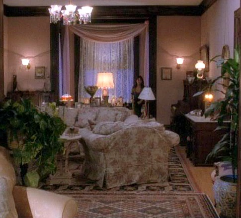 Charmed Halliwell Manor parlor 5