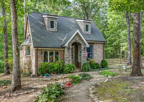 A country cottage in leipers fork hooked on houses for Vacation cottage
