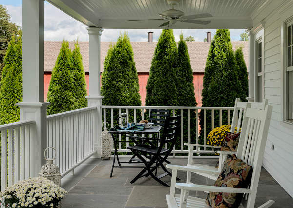 Designing a small house with a big porch in connecticut for Homes with large porches