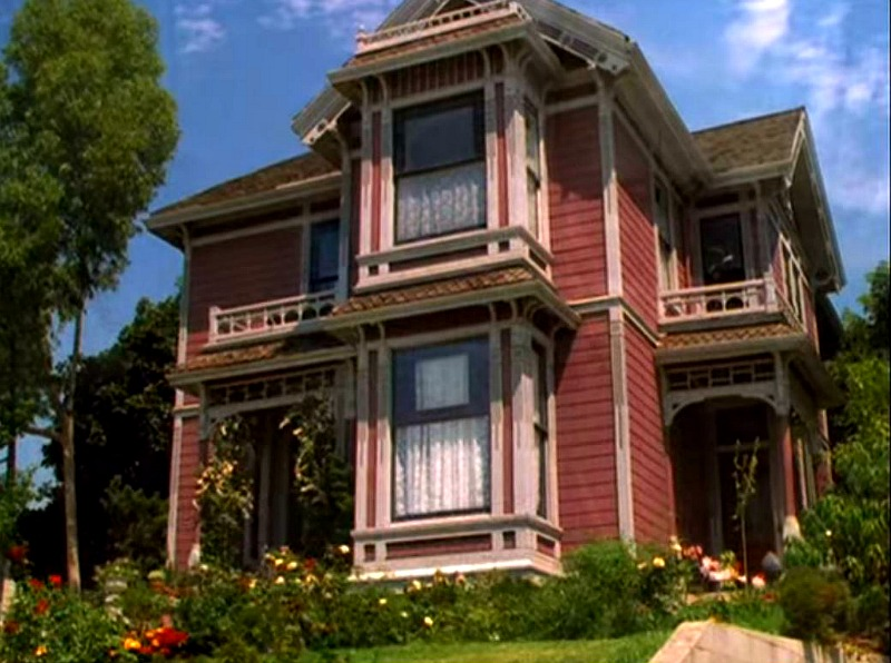 Front of House Halliwell Manor on Charmed TV series