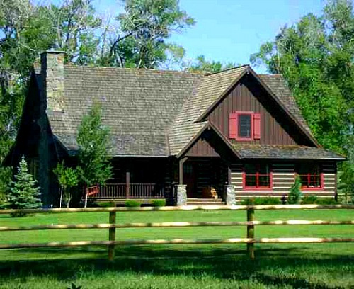 Alicia 39 s house in montana with rustic english country for Country home builders near me