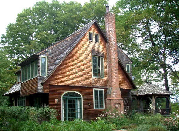 Artist Lark Upson's Arts & Crafts-Style Cottage in Vermont - Hooked