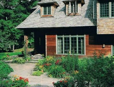 Artist Lark Upson's Arts & Crafts-Style Cottage in Vermont