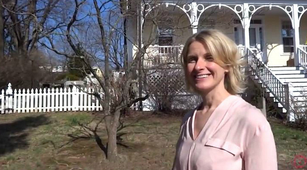 Elizabeth Gilbert in front of Italianate Victorian in NJ