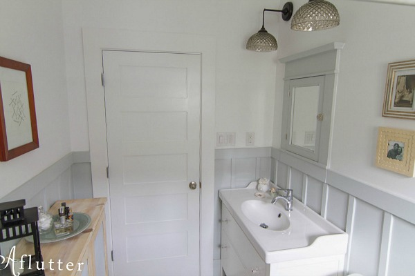 How Sarah Made Her Small Bungalow Bath Look Bigger Hooked On Houses Inspiration Bathroom Remodel Blog