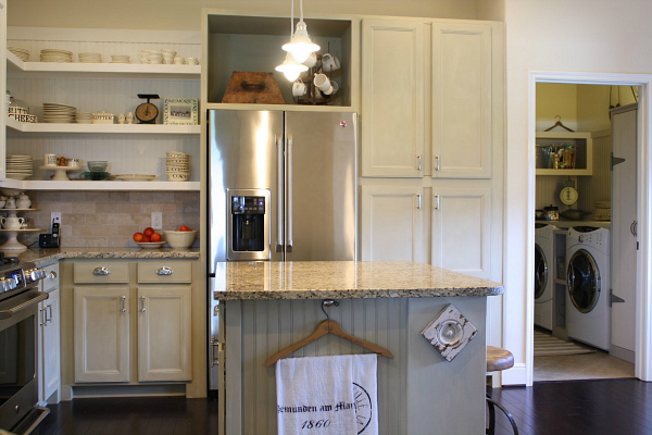 Tricia's cottage kitchen and laundry