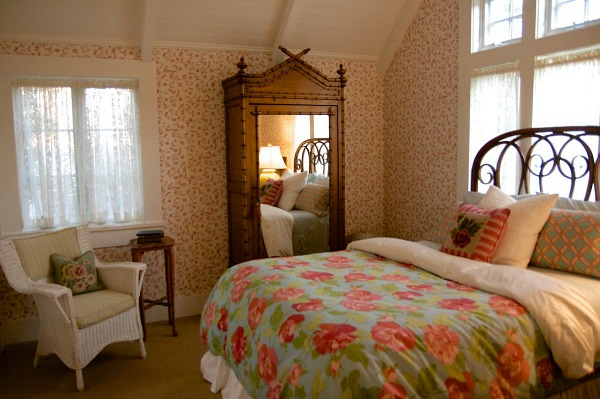 size of a small bedroom creating quot happy rooms quot a colorful farmhouse in the city 19713