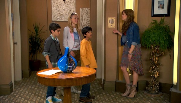 Bedroom Hallway on TV Show Jessie (3)