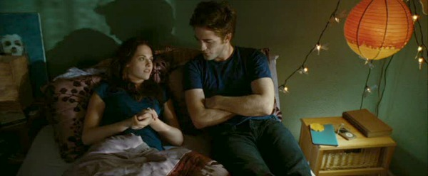 Bella and Edward in her bedroom in Twilight movie