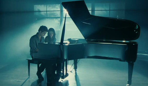 Edward Cullen at the piano in Twilight movie