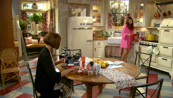 Hot in Cleveland sets-kitchen 8
