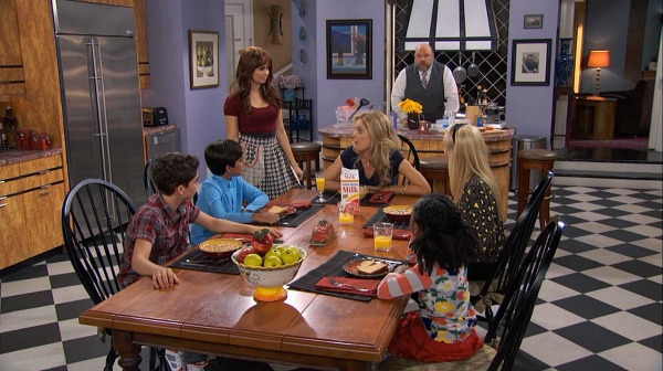 Kitchen Set Design on TV Show Jessie (11)