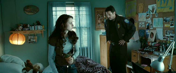 Kristen Stewart and Billy Burke in Twilight movie