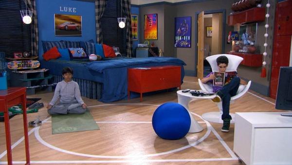 Luke's Room with Trampoline Bed TV Show Jessie (2)