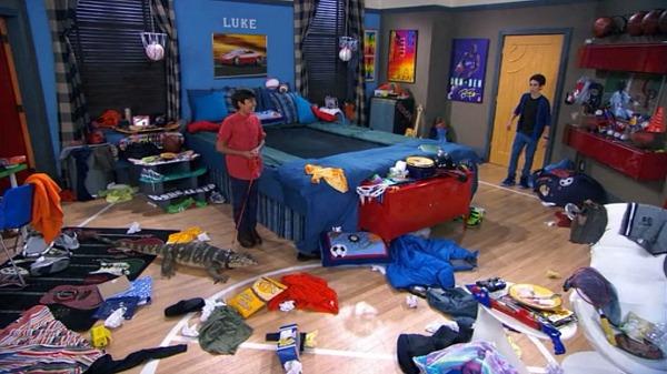 Luke's Room with Trampoline Bed TV Show Jessie (3)