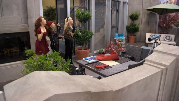 Penthouse Terrace on TV Show Jessie (3)