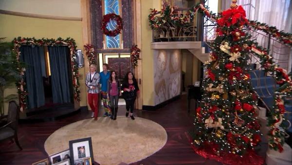 Penthouse on Disney TV Show Jessie (9)