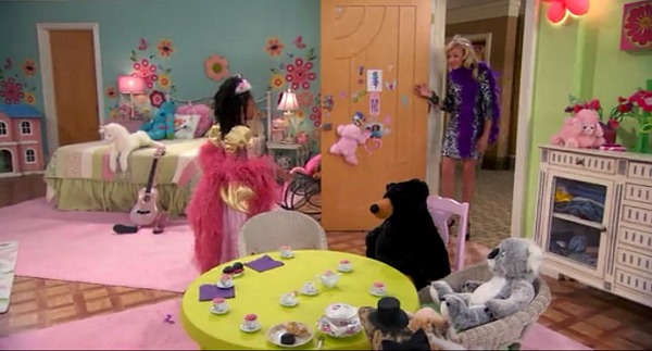 Zuri's Bedroom on Disney TV Show Jessie (2)
